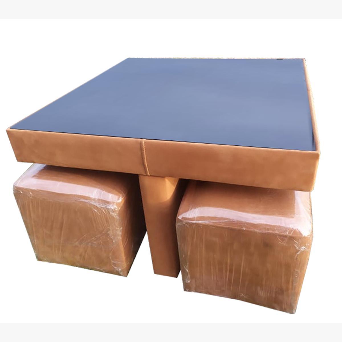 მაგიდა პუფის დასაჯდომებით